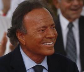 Bufete Falomir asume la defensa de Julio Iglesias